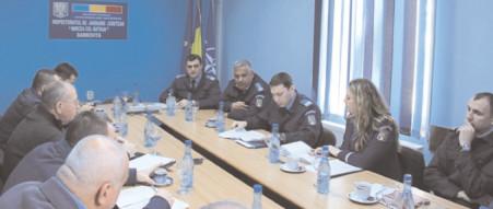 Jandarmii dâmboviţeni s-au întâlnit cu reprezentanţii cluburilor sportive şi ai firmelor de pază