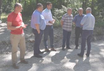 Preşedintele CJ a verificat investiţiile din localităţile Dragomireşti, Butoiu de Sus, Hulubeşti, Valea Mare, Gura Foii, Crângurile, Cobia, Dragodana şi municipiul Târgovişte