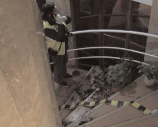 Un elev a căzut de la etajul doi, pe scara interioară a unităţii şcolare