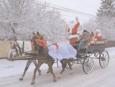 Moş Crăciun, crăciuniţe, spiriduş şi sacul plin cu daruri şi multă veselie, la Răcari