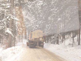 Viscolul şi ninsoarea şi-au spus cuvântul în zona Moroeni-Padina-Peştera
