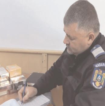 Jandarmii dâmboviţeni, pe urmele vânzătorilor ambulanţi de parfumuri contrafăcute