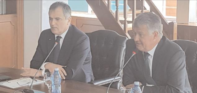 """Secretarul de Stat pentru învăţământ superior, Gigei Paraschiv, a vizitat Universitatea """"Valahia"""" din Târgovişte"""
