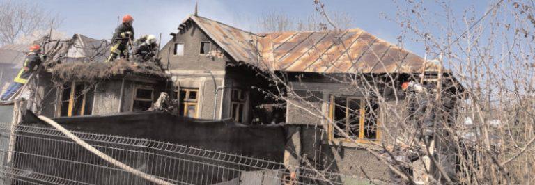 Primăria şi CL Răzvad sar în ajutorul unei familii nevoiaşe, care a rămas fără casă, în urma unui incendiu