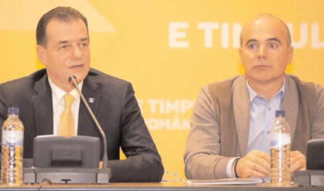 Rareş Bogdan şi Ludovic Orban, faţă în faţă cu alegătorii din Târgovişte