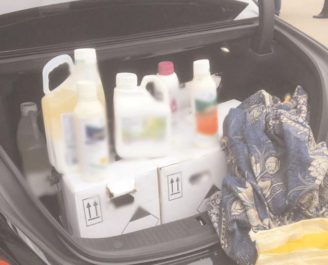 250 de kilograme şi 76 de litri de produse pentru protecţia plantelor, comercializate ilegal