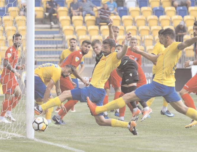 Chindia e ultima in clasament! VIOREL MOLDOVAN ÎŞI ASUMĂ EŞECUL CU ACADEMICA Chindia Târgovişte a fost învinsă, astăzi, pe terenul celor de la Academica Cliceni, scor 1-3 (1-2), şi rămâne fără victorie după cinci runde disputate, în Liga l.