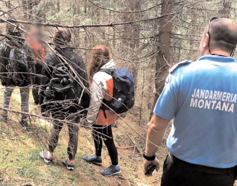 După două ore de căutări, jandarmii de la Peştera i-au găsit pe turiştii rătăciţi