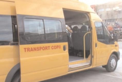 Poliţiştii rutieri desfăşoară acţiuni de instruire a conducătorilor de vehicule destinate transportului de elevi