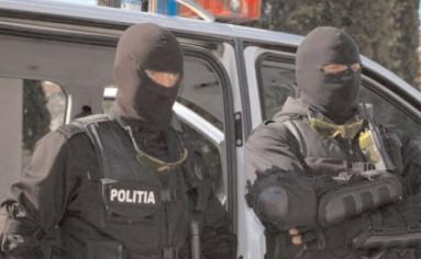Bănuit de înşelăciune, reţinut de poliţiştii specializaţi în investigaţii criminale
