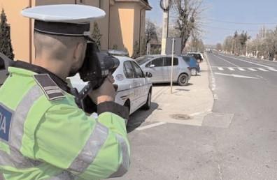 Doi bărbaţi, cercetaţi de poliţişti sub aspectul săvârşirii de infracţiuni contra siguranţei circulaţiei pe drumurile publice