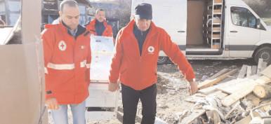 """""""Bucuria Darului"""" în sânul unei familii nevoiaşe din satul Drăgăeşti-Pământeni, comuna Măneşti"""