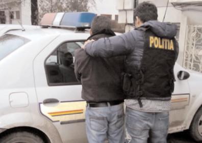 Bănuit de tâlhărie calificată, reţinut de poliţiştii specializaţi în investigaţii criminale de la Găeşti