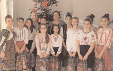 Sediul Partidului Social Democrat Dâmbovija a răsunat de colindele şi urările copiilor din Asociajia Mişcarea Romilor Dâmbovija şi elevele Şcolii Frasinu, Corneşti