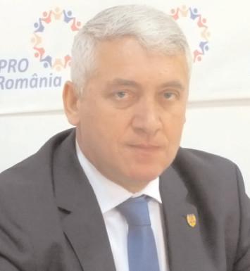"""Adrian Ţuţuianu, vicepreşedinte Pro România: """"În următorii 8-10 ani Dâmboviţa va rămâne cu aceeaşi stare a drumurilor naţionale"""""""