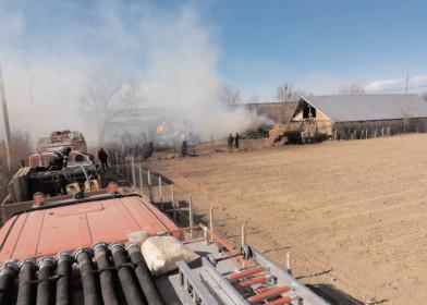 Peste 2500 de baloţi de paie au fost mistuiţi de flăcări
