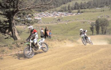 Moreni: Curs gratuit de specializare a arbitrilor de traseu pentru competiţiile de motocros şi endurocross
