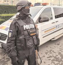Efectivele de poliţie care sunt în stradă s-au suplimentat cu mascaţi