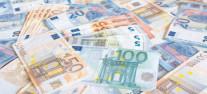 Euro revine la 4,83 lei