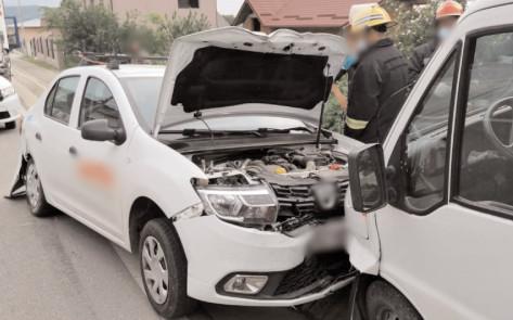 Pompierii dâmboviţeni au asigurat zona la două accidente rutiere produse în Moreni şi Voineşti