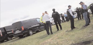 90 de poliţişti, 50 de jandarmi şi mascaţi au luat cu asalt satul Păneştiul, comuna Mătăsaru, la solicitarea comisarilor Gărzii de Mediu