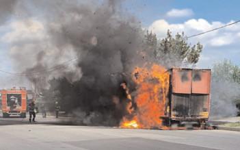 Incendiu la remorca unui autocamion, pe şoseaua de centură a municipiului Târgovişte