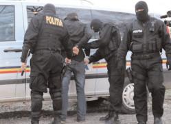 Destructurarea unui grup infracţional organizat specializat în obţinerea ilegală a permiselor de conducere