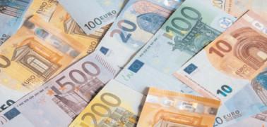Euro revine spre 4,84 lei