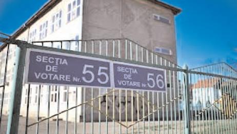 În judeţul Dâmboviţa, pentru cele 433 secţii de votare, sunt repartizate 28.129 măşti de protecţie pentru personalul şi membrii birourilor electorale ale secţiilor de votare, şi 67.121 măşti de protecţie pentru alegători