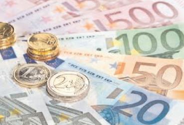 Euro a crescut în septembrie cu trei bani