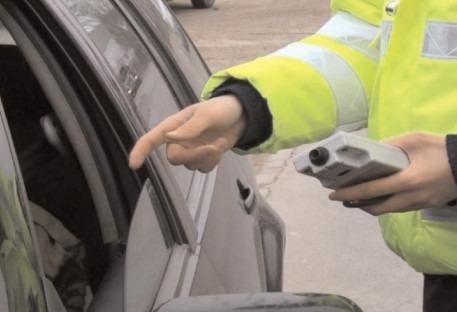 Infracţiuni la regimul rutier, constatate de poliţiştii dâmboviţeni