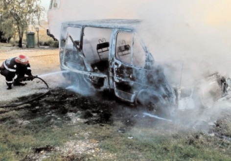 Incendiu la o autoutilitară, în localitatea Potlogi