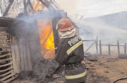 Sute de intervenţii ale pompierilor dâmboviţeni