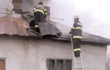 Incendiu la două locuinţe din cartierul Bana al municipiului Moreni