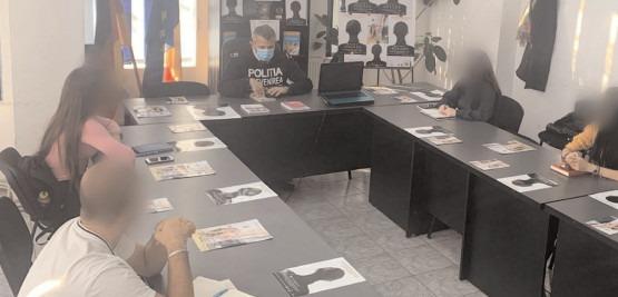 Dezbateri organizate de poliţiştii dâmboviţeni, de Ziua Internaţională pentru Eliminarea Violenţei împotriva Femeilor