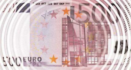Granturi de 100.000 Euro pentru panouri fotovoltaice şi staţii de încărcare maşini electrice