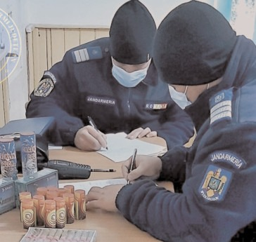 Petarde şi artificii confiscate de jandarmii dâmboviţeni