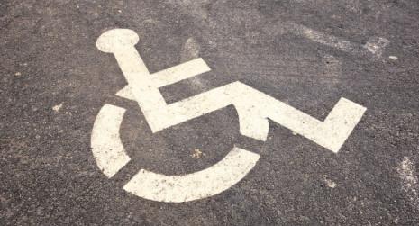 Biletele de transport interurban la care au dreptul gratuit persoanele cu handicap grav şi accentuat în acest an vor putea fi folosite şi în ianuarie 2021