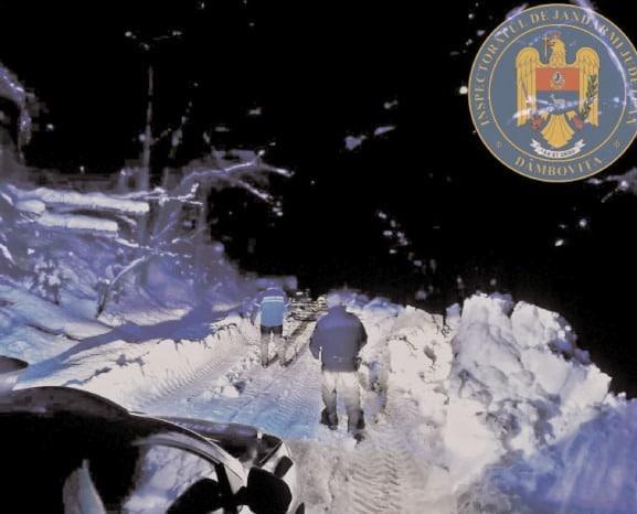 Trei turişti bucureşteni au fost ajutaţi de jandarmii montani de la Postul Zănoaga