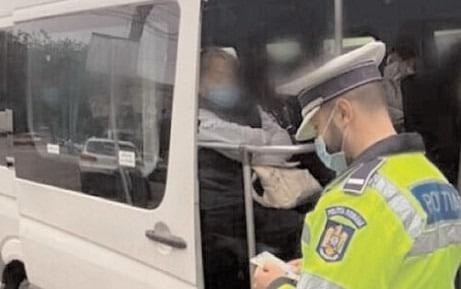 105 autovehicule destinate transportului public în comun, verificate de politiştii dâmboviţeni