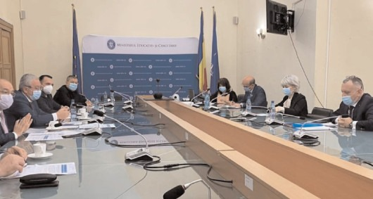 Reprezentanţii Asociaţiei Municipiilor au discutat despre finanţarea învăţământului preuniversitar cu ministrul Sorin Câmpeanu