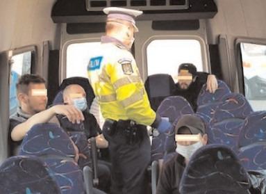 Poliţiştii au verificat 105 astfel de autovehicule, în vederea asigurării unui climat de siguranţă pentru călători