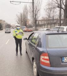 A refuzat să se legitimeze la controlul poliţiei rutiere
