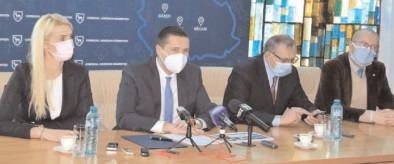 Consilierii judeţeni ai PNL şi PRO România, criticaţi public de preşedintele CJ Dâmboviţa