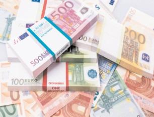 Euro a rămas sub maximul de 4,9251 lei