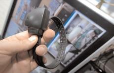 Monitorizarea agresorilor aflaţi în arest la domiciliu prin brăţări electronice