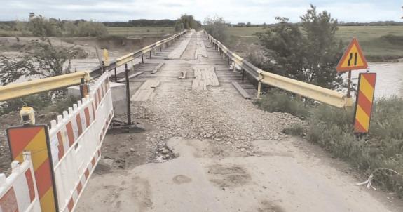 Podul peste râul Ialomiţa pe DJ 711E, de la Ibrianu, un pericol