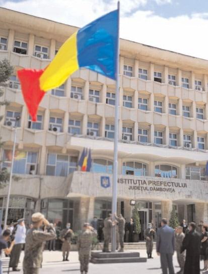 Ceremonial militar şi religios de Ziua Drapelului Naţional, la Târgovişte