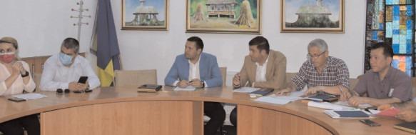 Întâlnire cu constructorii care lucrează pe şantierele din Dâmboviţa