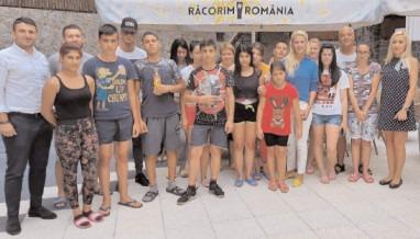 """CJ Dâmboviţa le oferă o vacanţă de neuitat celor 20 de adolescenţi din cadrul Complexului de Servicii Sociale """"Floare-de-Colţ"""" din Târgovişte"""